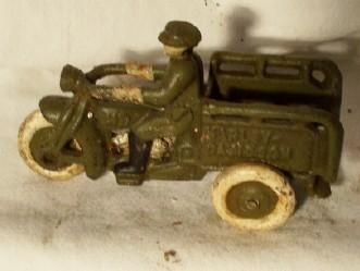 VINTAGE CAST IRON HARLEY DAVIDSON CRASH CAR MOTORCYCLE TOY DELIVERY